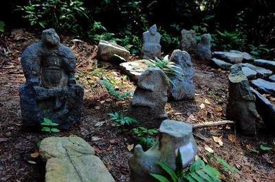 中国一山上发现上万石雕像,规模超秦始皇兵马俑,距今已有五千年